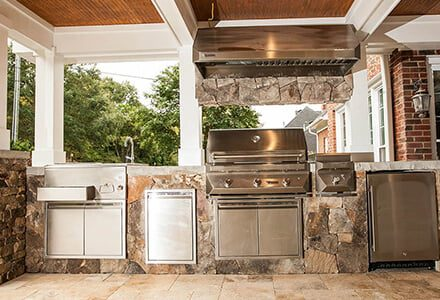 Charlotte hardscape contractors can build full outdoor kitchens.